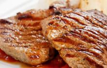 Bistecca di maiale alla griglia con pere