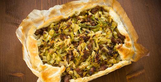 Torta salata con cavolo e salsiccia