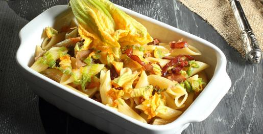 Pasta con fiori di zucchino e pancetta